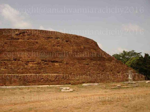 Dakkina stupa dome